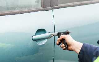 Как открыть заклинившую дверь в машине